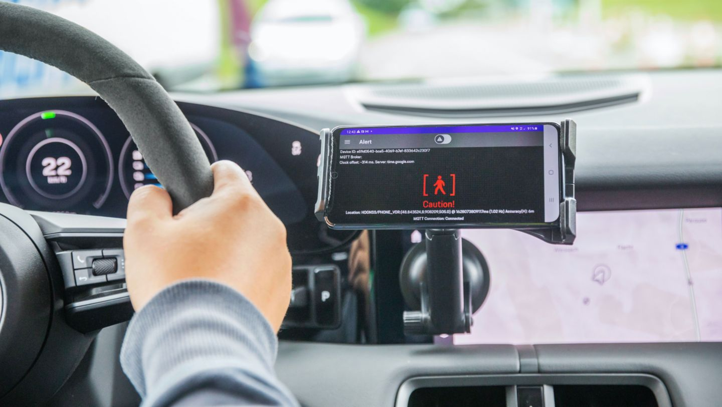 Real-time mobile communications for the vehicle projects of the future - Image 3