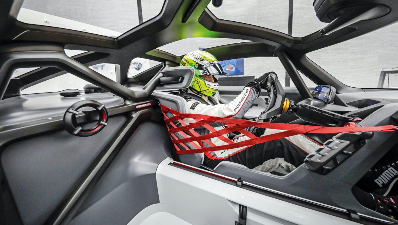 Lars Kern, Entwicklungsingenieur und Rennfahrer, Mission R, 2021, Porsche AG