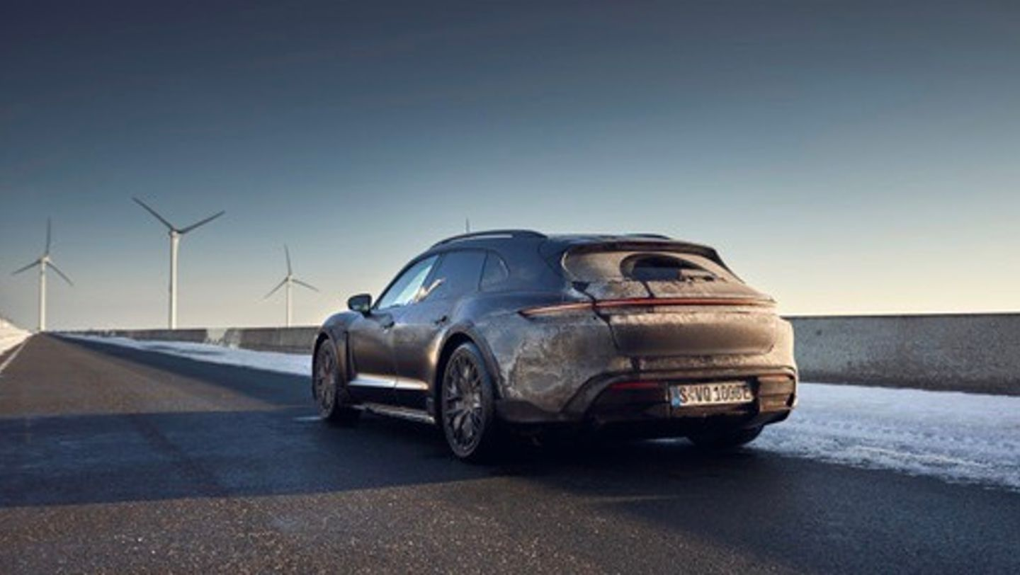Taycan Turbo S Cross Turismo, Testing in the Netherlands, 2021, Porsche AG