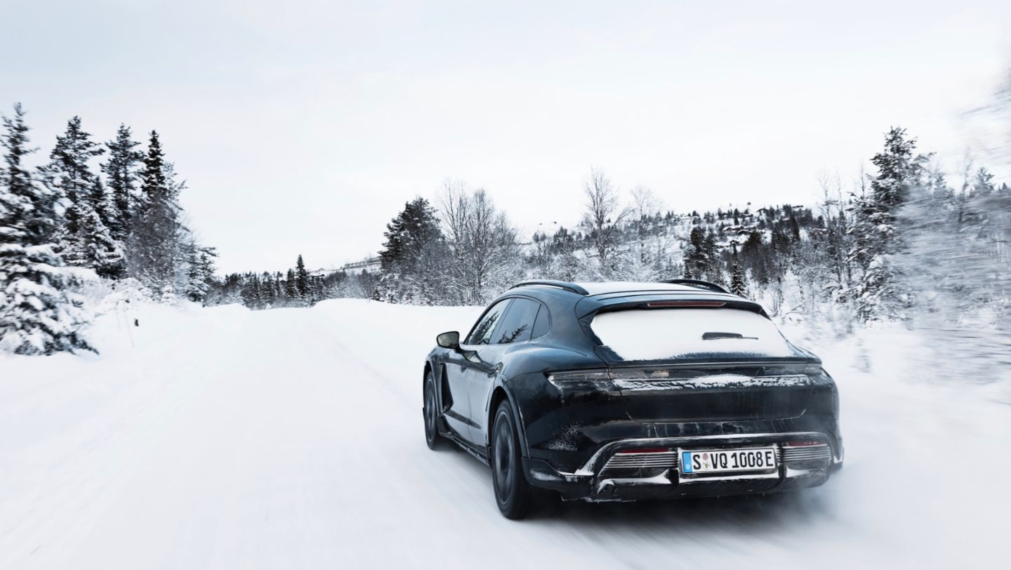Taycan Turbo S Cross Turismo, Testing in Norway, 2021, Porsche AG