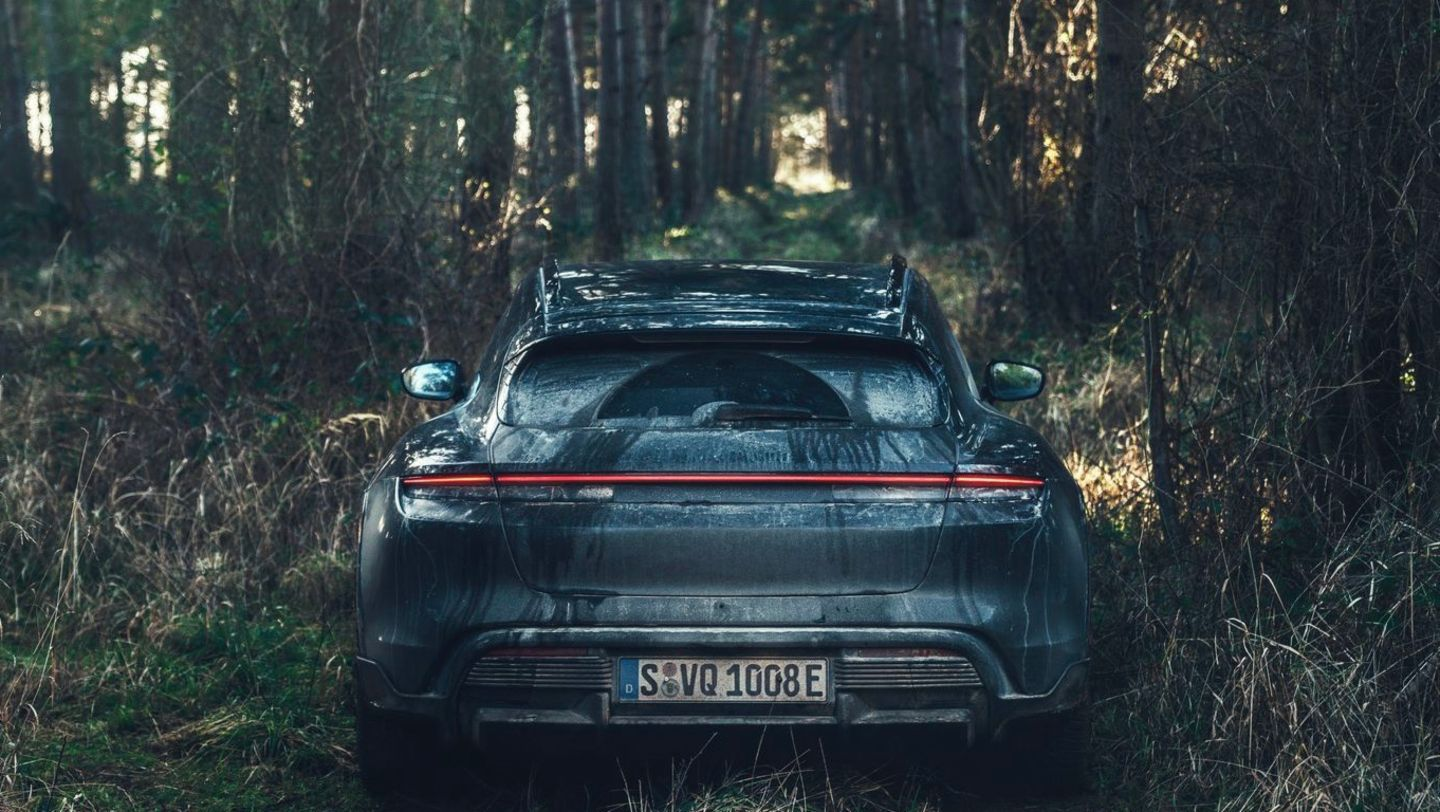 Taycan Turbo S Cross Turismo, Testing in Great Britain, 2021, Porsche AG