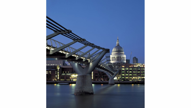 Millennium Bridge, London, Great Britain, 2021, Porsche AG