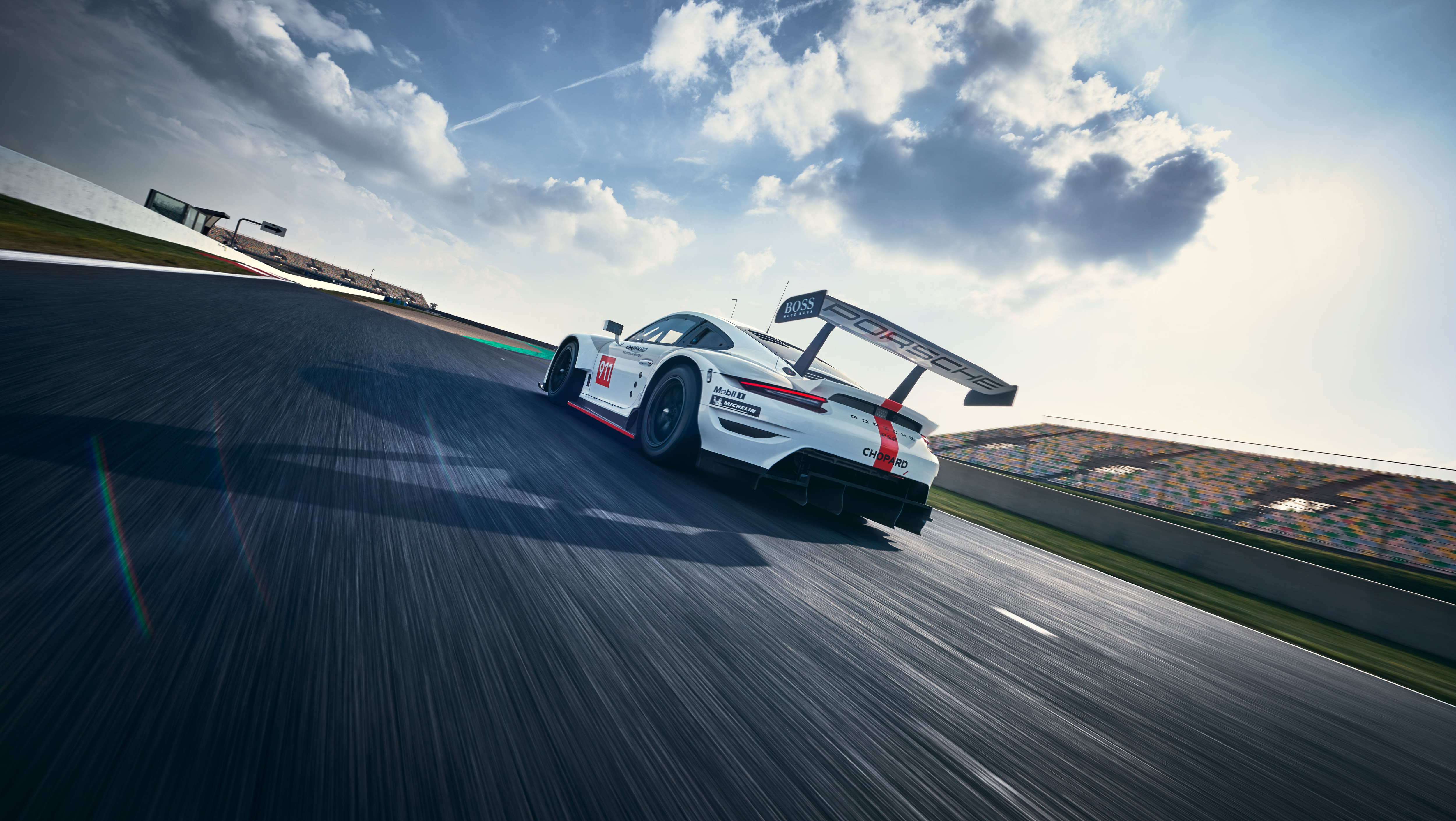 This is the new Porsche 911 RSR