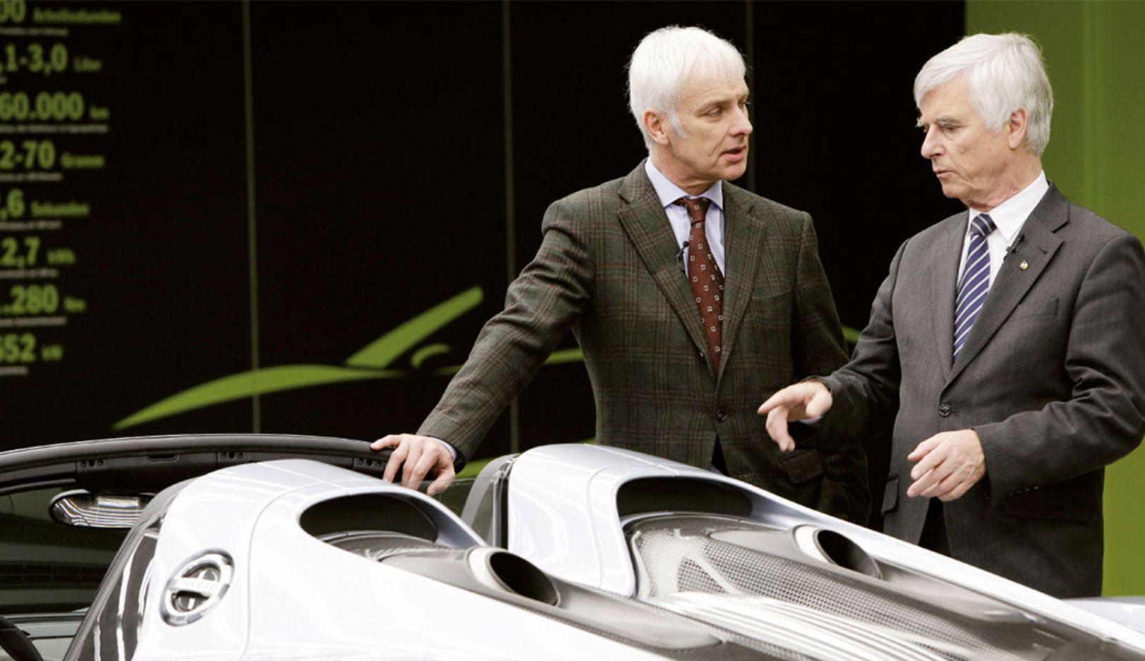 Matthias Müller, Vorstandsvorsitzender, Dr. Ulf Merbold, Physiker, 918 Spyder Manufaktur, Zuffenhausen, 2014, Porsche AG