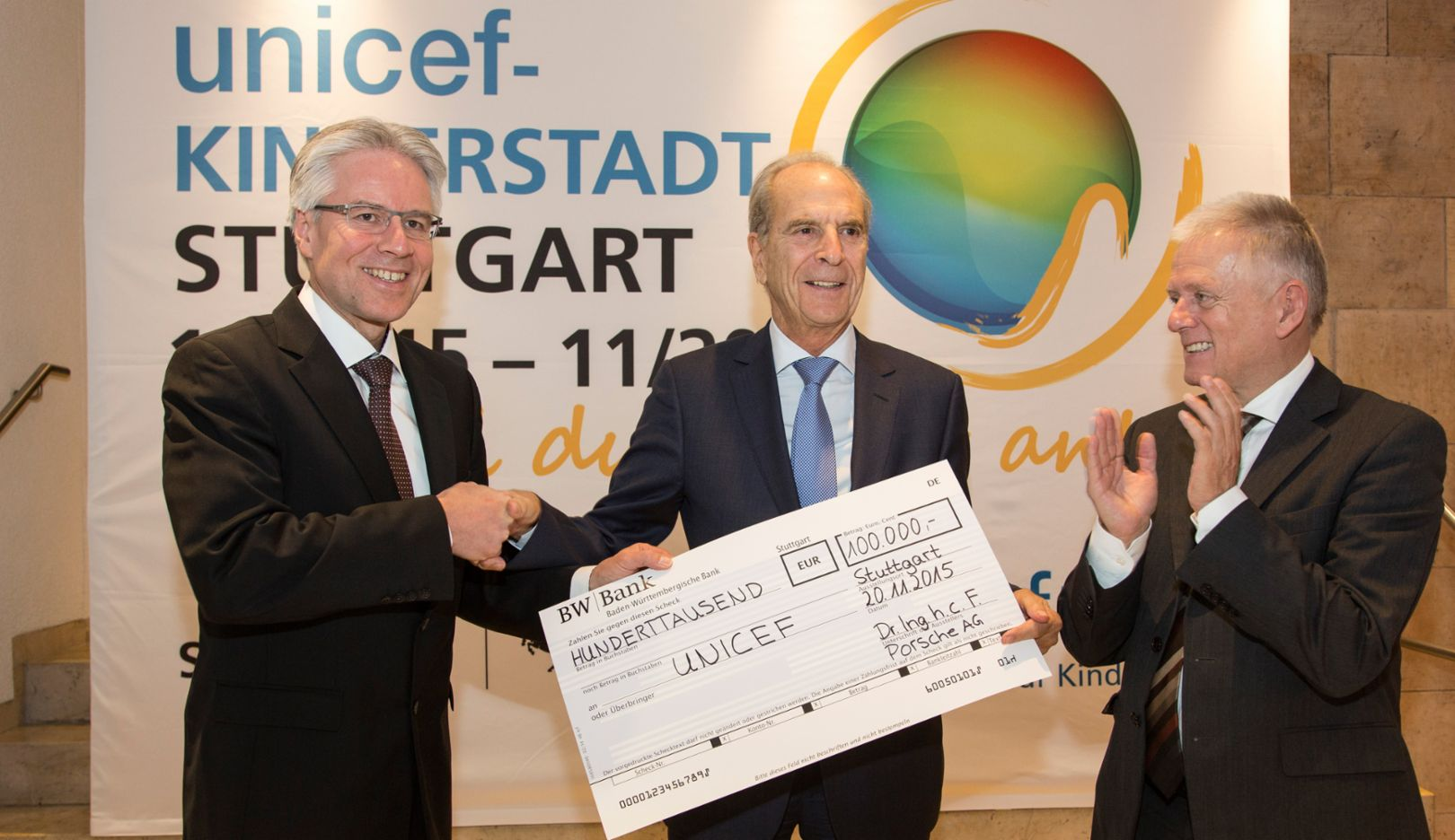 Andreas Haffner, Member of the Executive Board Human Resources, Dr. Jürgen Heraeus, Chairman UNICEF Germany, Fritz Kuhn, Mayor of Stuttgart (l.-r.), 2015, Porsche AG