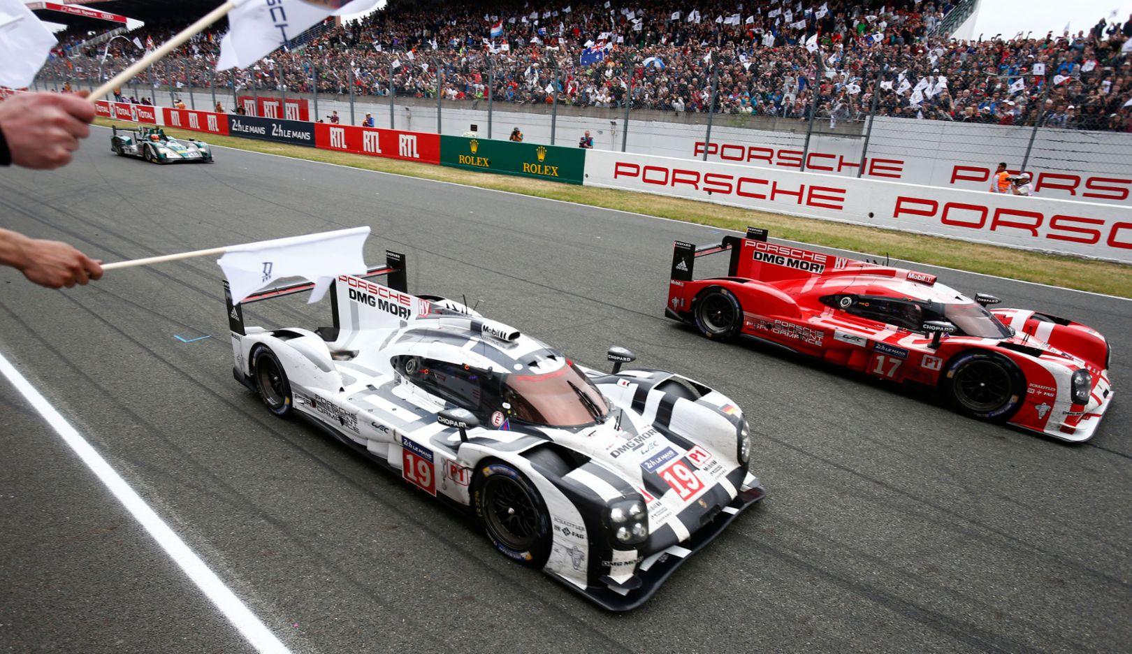 919 Hybrid, Nr 19, 919 Hybrid, Nr 17, Zieleinfahrt, Le Mans, 2015, Porsche AG