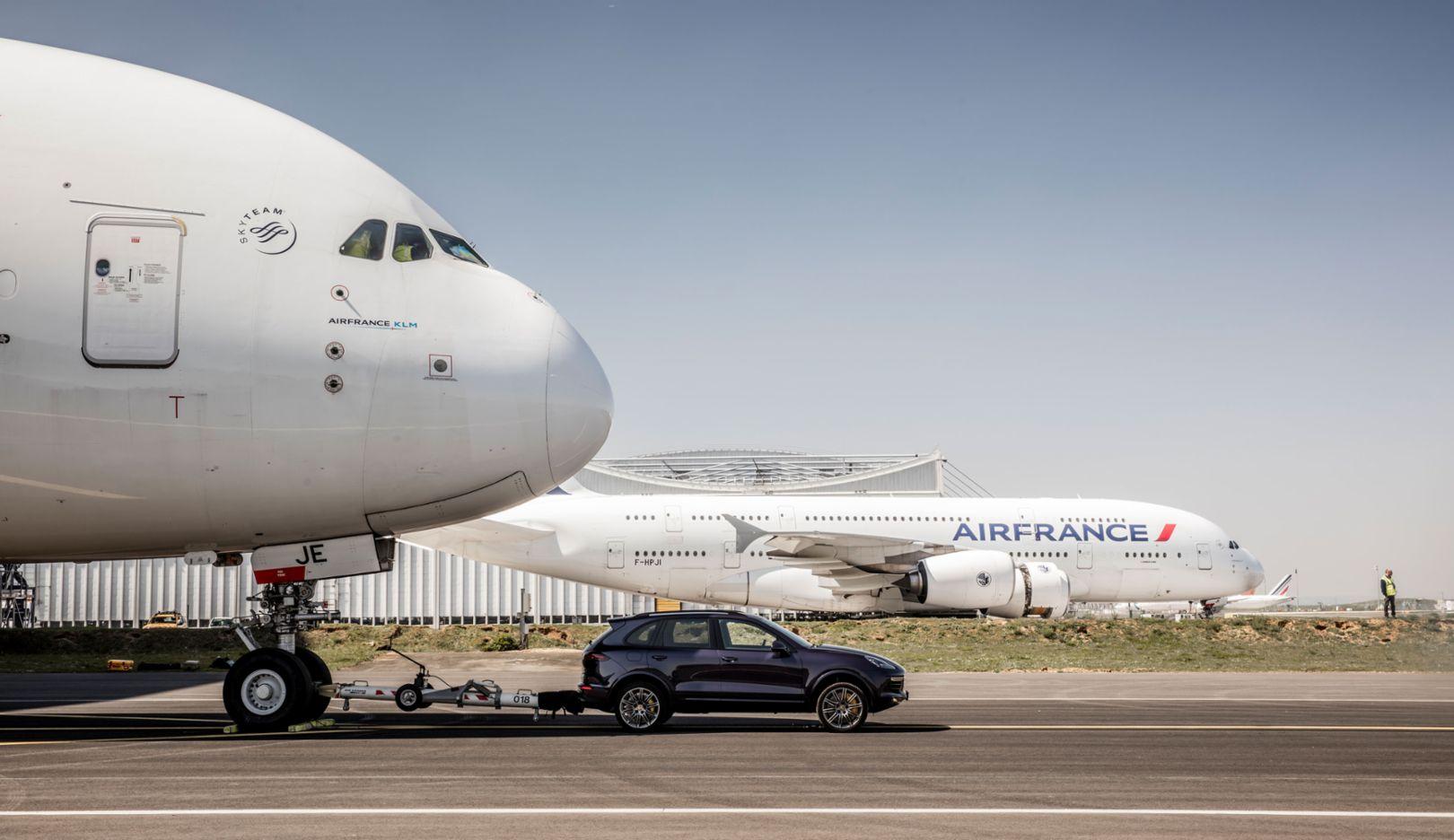 Cayenne S Diesel, Air France A 380, Paris Charles de Gaulle Airport, 2017, Porsche AG