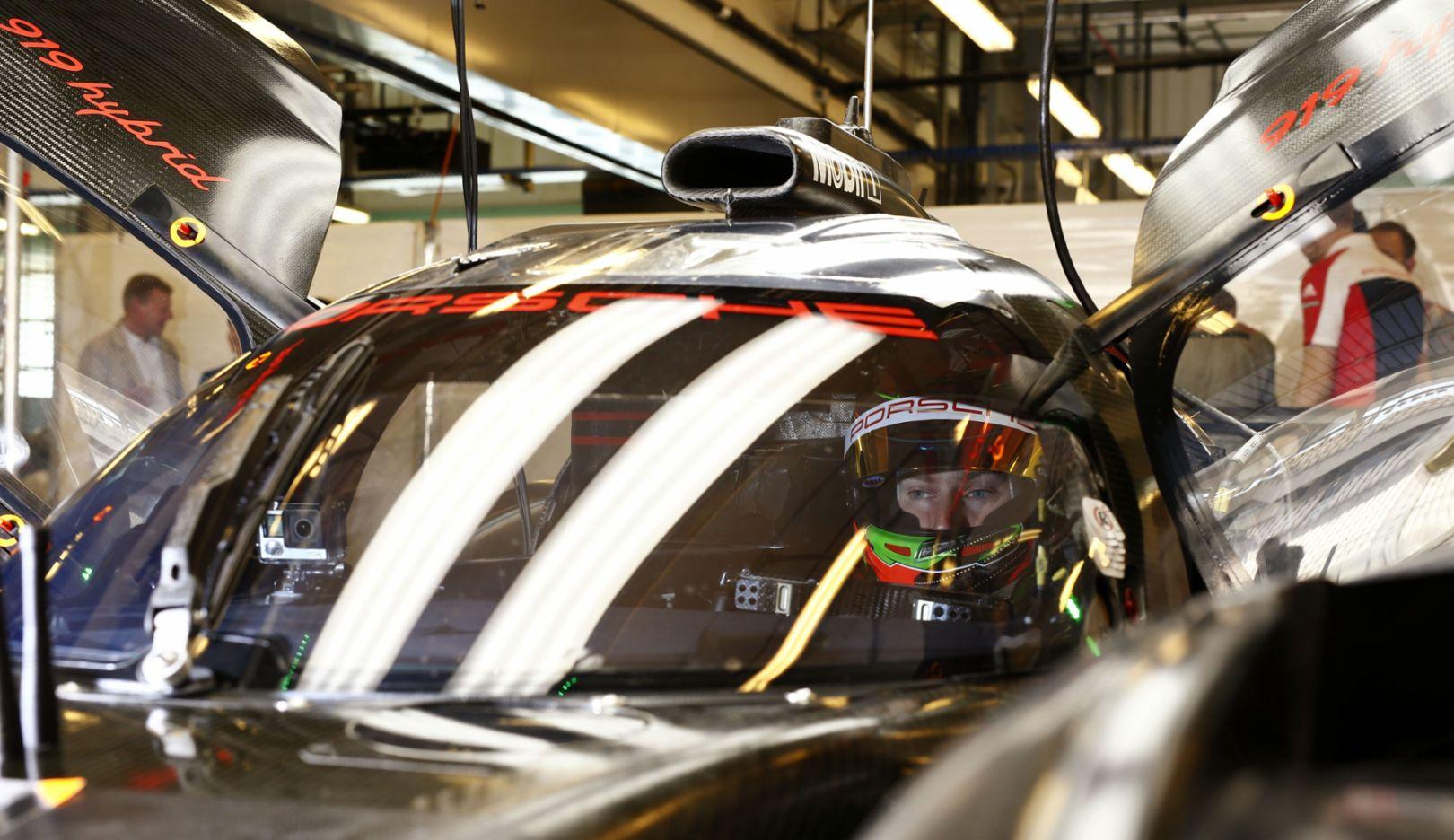 Porsche 919 Hybrid, Brendon Hartley, Test Abu Dhabi, 2016, Porsche AG
