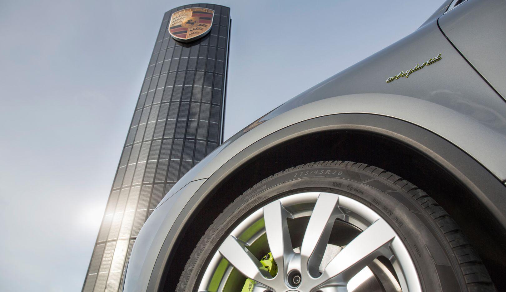 Porsche centre Berlin-Adlershof, Photovoltaik-Pylon, 2016, Porsche AG