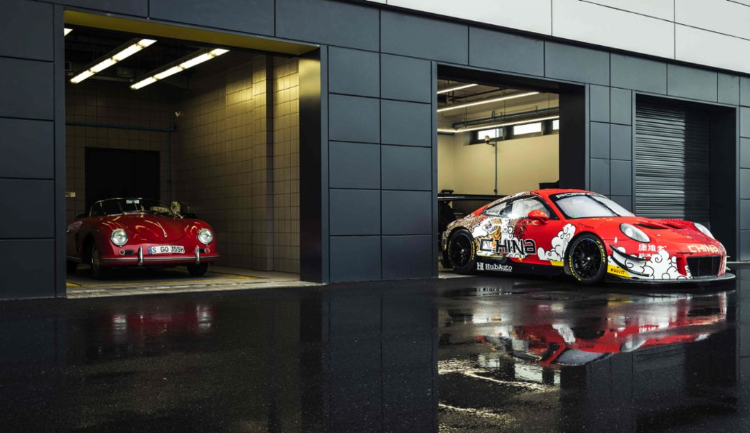 911 GT3 R 赛车身披艺术涂装
