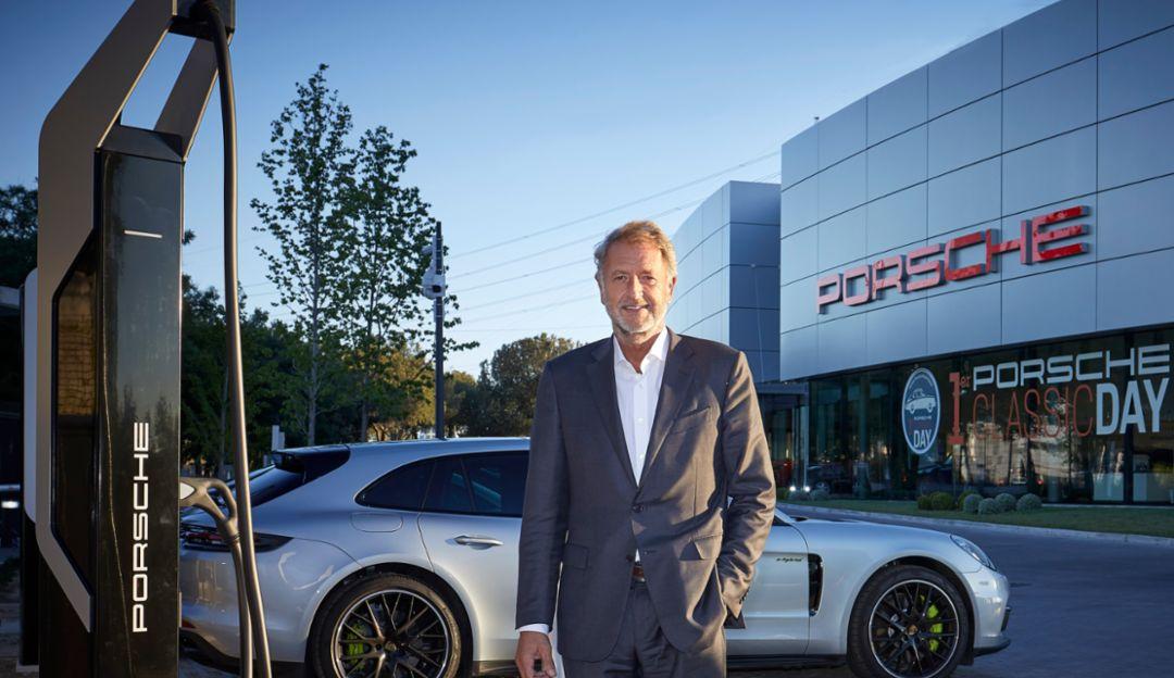 Detlev von Platen, Vicepresidente de Ventas y Marketing de Porsche AG, edificio Porsche Ibérica