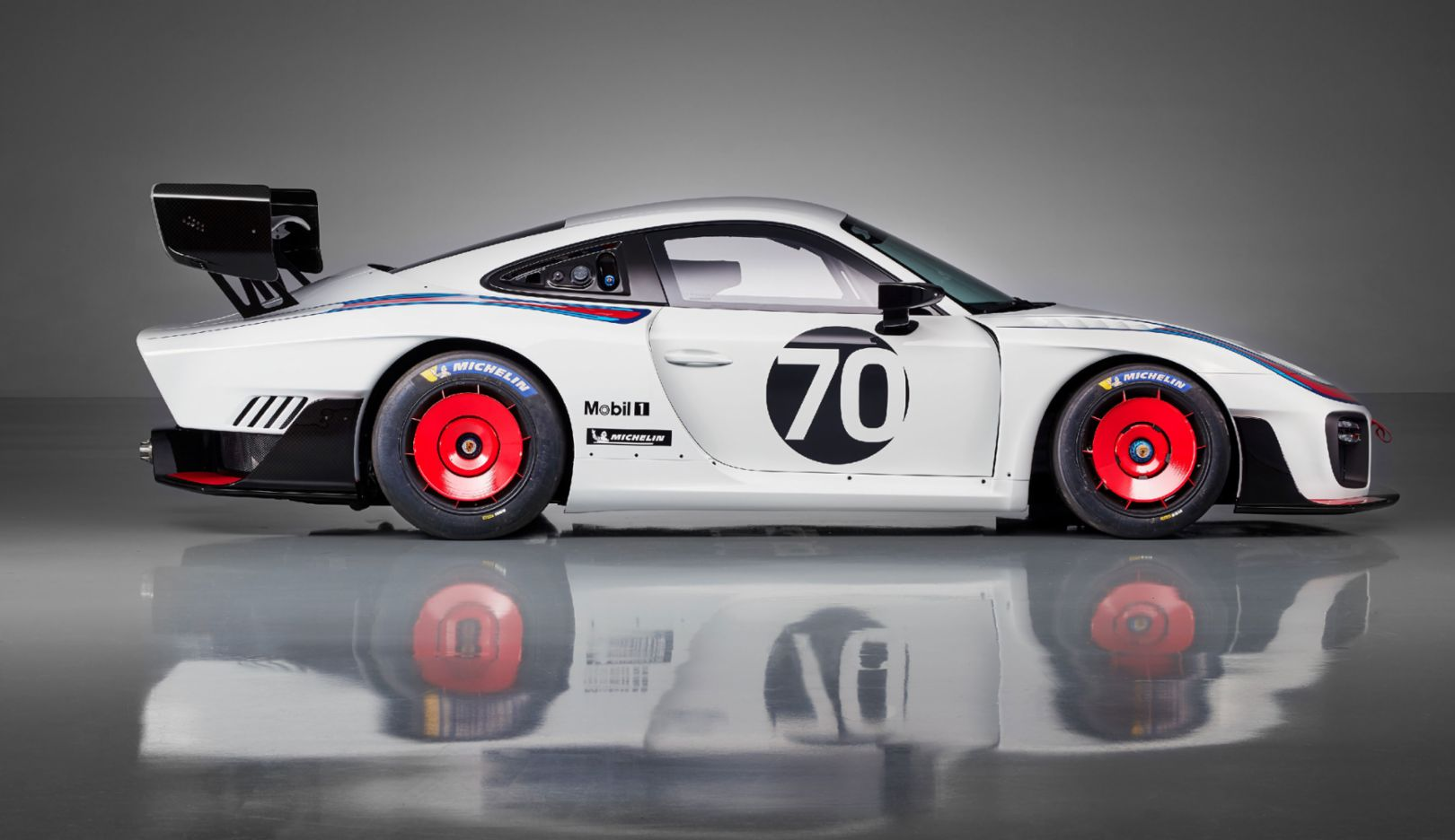 World premiere: Exclusive new edition of the Porsche 935