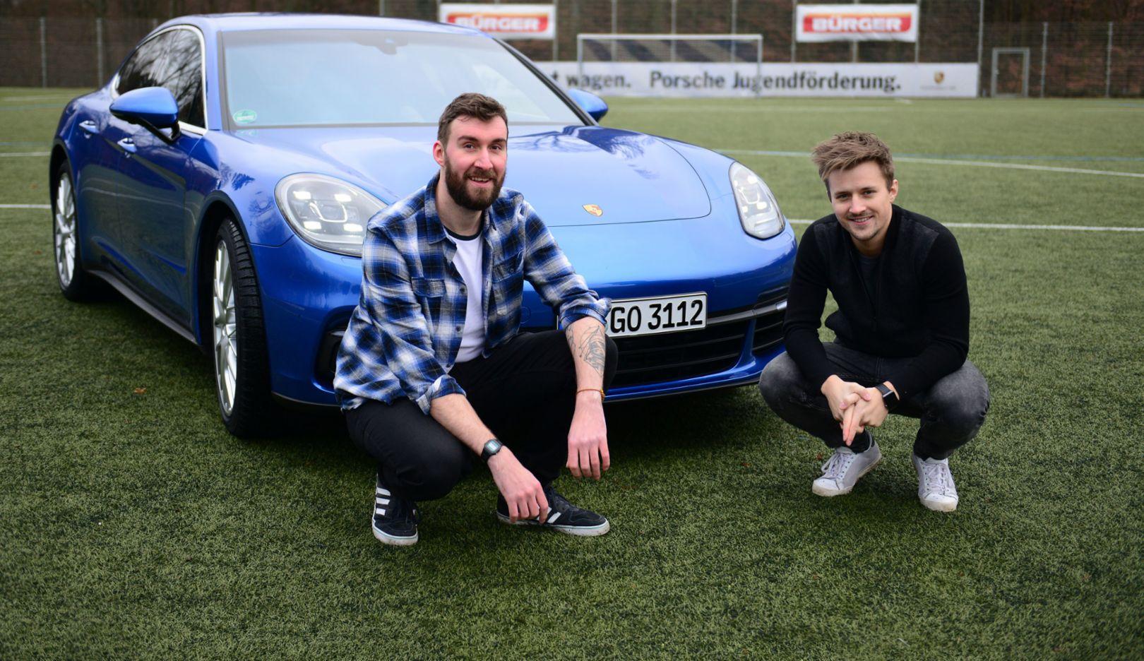 Markus Hermann, Marvin Ronsdorf, l-r, Sport-Blogger, Panamera 4S, Stuttgart, 2017, Porsche AG
