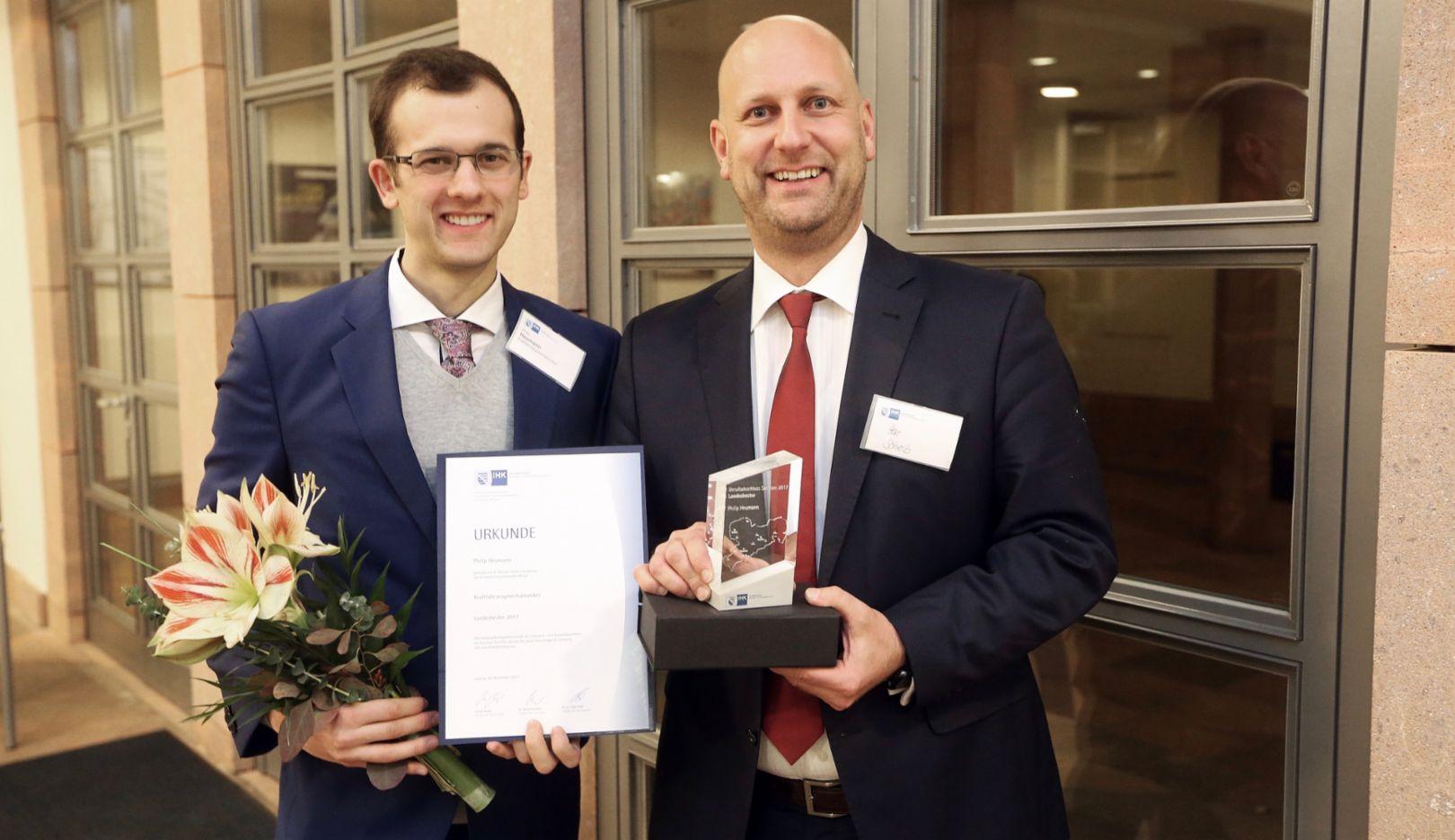 Philip Heumann, Dr. Thomas Scheib, Leiter für Ausbildung und Qualifizierung der Porsche Leipzig GmbH, 2017, Porsche AG