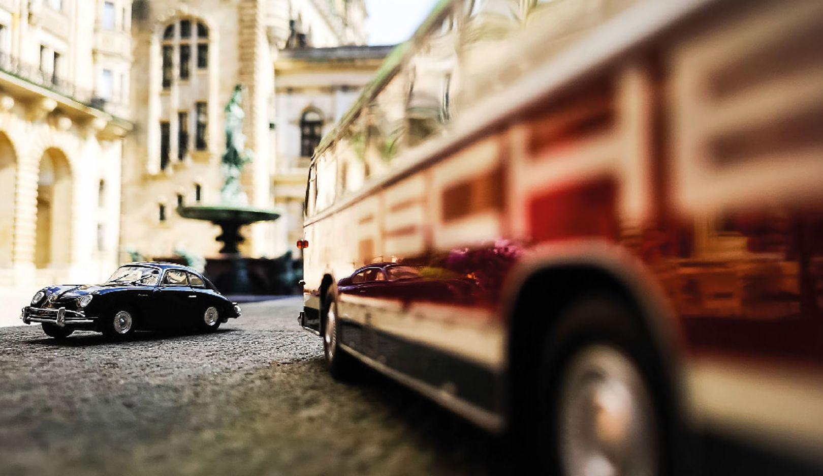 Porsche 356 A Coupé, Neoplan-Busses FH11 Porsche Renndienst, l-r, Hamburg, 2018, Porsche AG