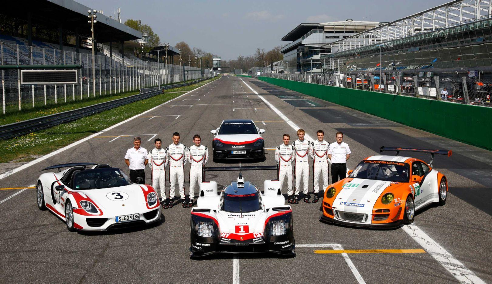 Vorstellung Porsche 919 Hybrid, Fahrer und Management Porsche LMP Team, Porsche 918 Spyder, 911 GT3 R Hybrid, Panamera Turbo S E-Hybrid (hinten), Monza, Porsche AG