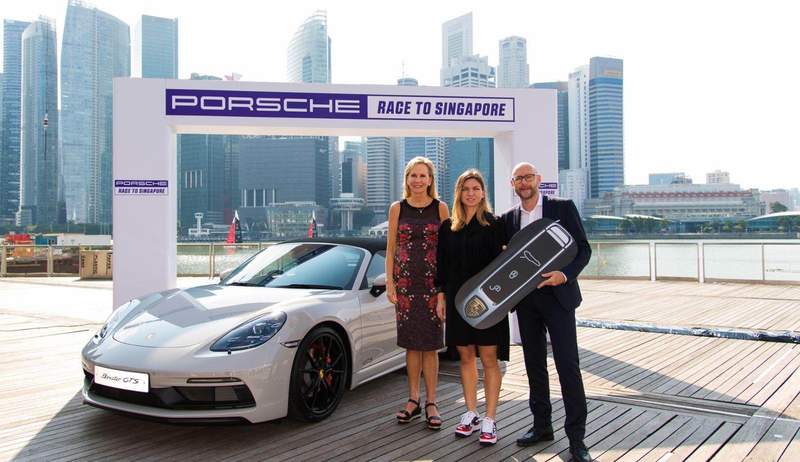 "Micky Lawler, WTA, Simona Halep, winner of the ""Porsche Race to Singapore"", Oliver Eidam, Porsche AG, l-r, 718 Boxster GTS, Singapur, 2018, Porsche AG"