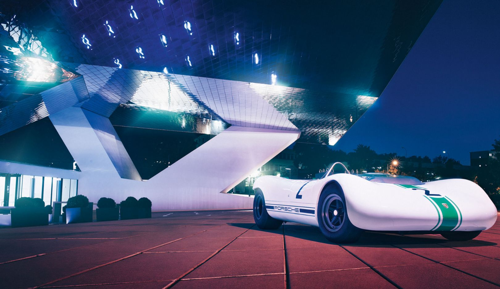 A pioneer of lightweight design: he Porsche 909 Bergspyder outside the Porsche museum