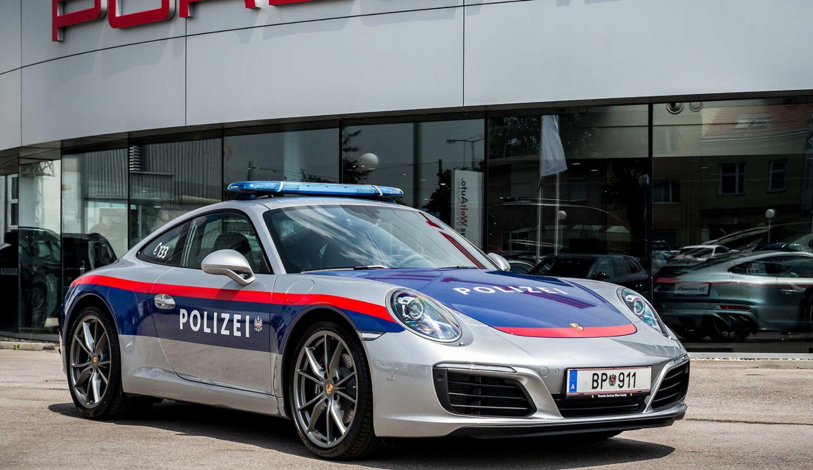 Bukan Kaleng – kaleng, Polisi di Negara ini Gunakan Supercar untuk Patroli