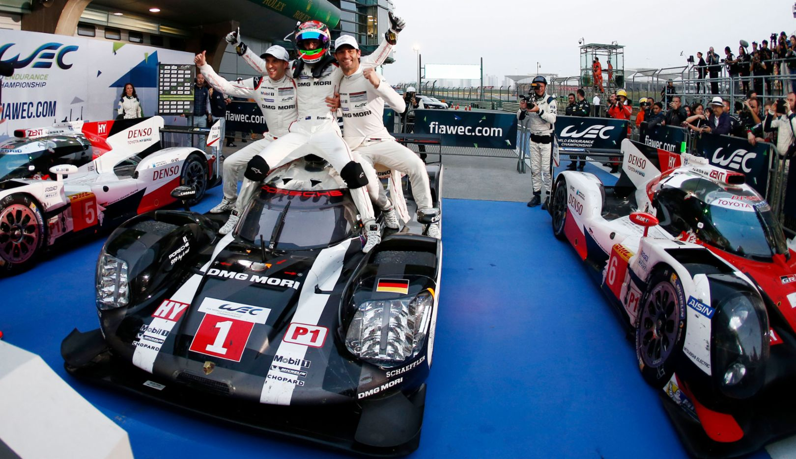 Timo Bernhard, Brendon Hartley, Mark Webber, l-r, 919 Hybrid, WEC, Shanghai, 2016, Porsche AG
