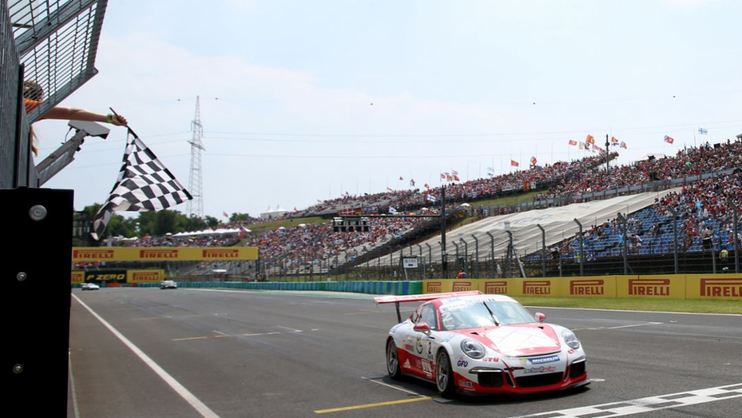 Müller moves into the lead of the Supercup