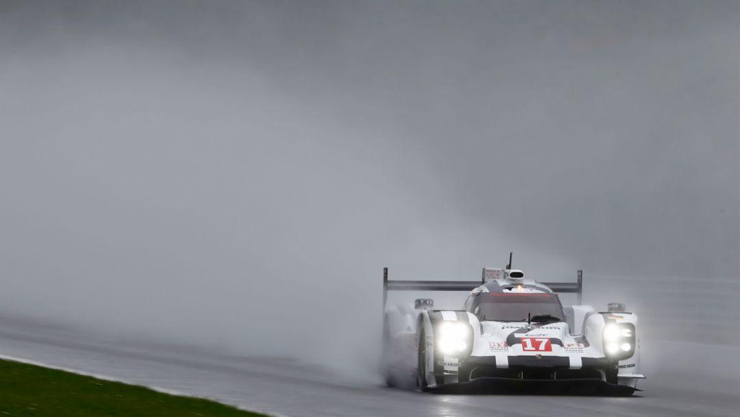 Fast Porsche LMP1 trio in rainy Spa