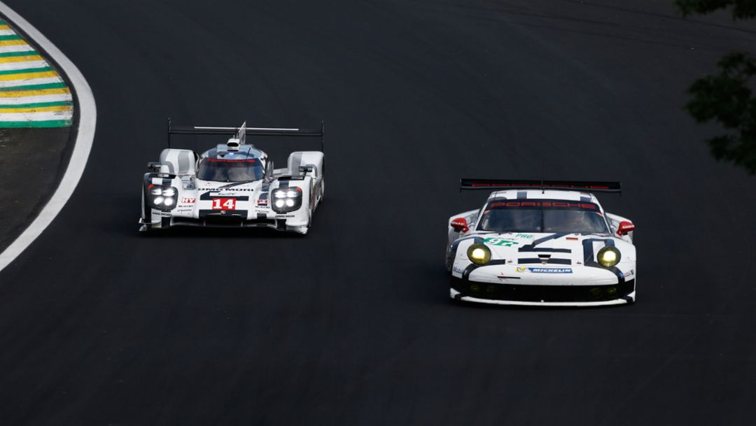 "919 Hybrid and 911 RSR at the ""ring"""