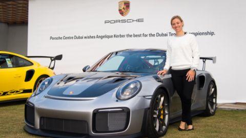 Markenbotschafterin Angelique Kerber zu Gast im Porsche Zentrum Dubai
