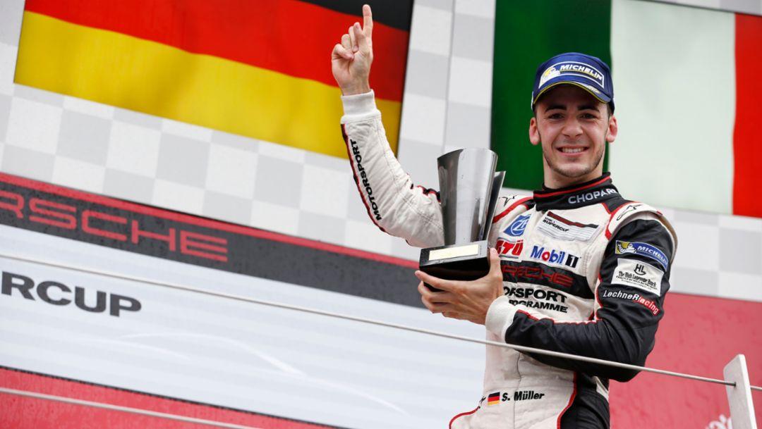 Rain victory for Sven Müller