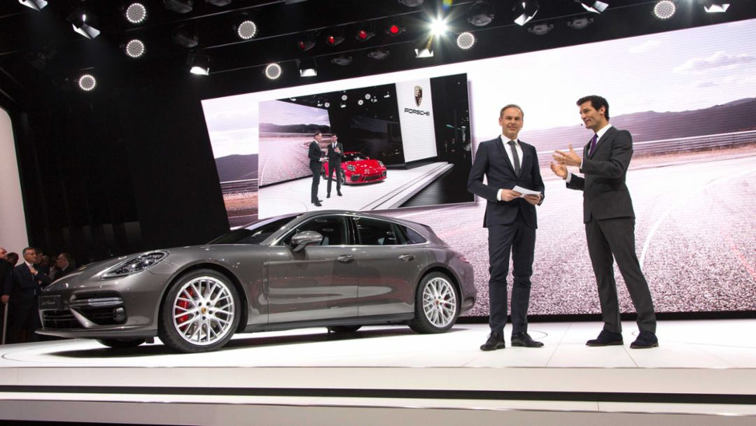 Oliver Blume (l), Chairman of the Executive Board of Porsche AG, Mark Webber (r), Porsche Brand Ambassador, Panamera Turbo Sport Turismo, Geneva International Motor Show,  2017, Porsche AG