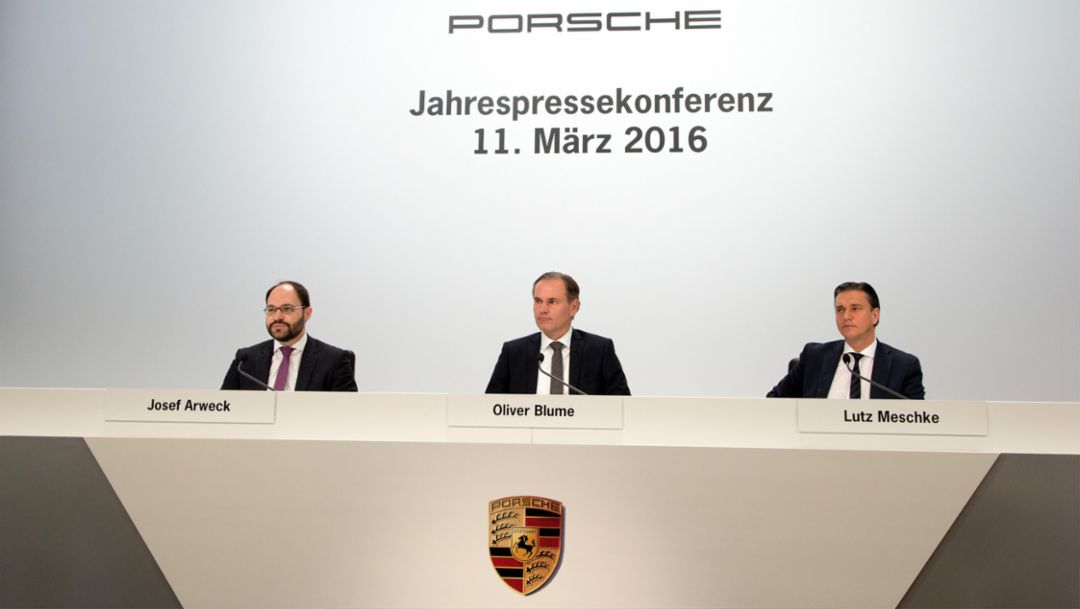(l-r) Josef Arweck, Vice President Public Relations and Press, Oliver Blume, CEO, Lutz Meschke, Member of the Executive Board, Finance and IT, annual press conference, 2016, Porsche AG