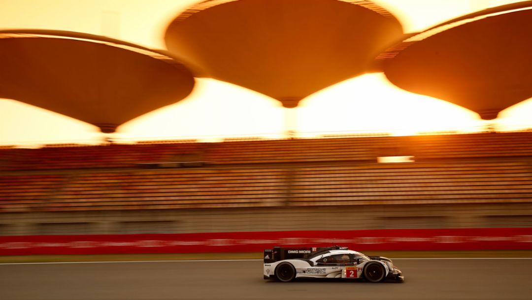Porsche kämpft in der Wüste um Fahrertitel
