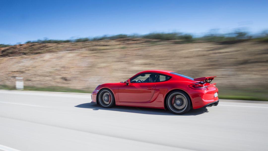 Cayman GT4: Kraftstoffverbrauch/Emissionen* kombiniert: 10,3 l/100 km; CO2-Emissionen: 238 g/km.