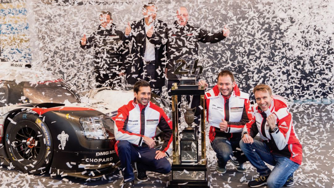 Fritz Enzinger, Neel Jani, Oliver Blume, Uwe Hück, Nick Tandy, Timo Bernhard, l-r, 919 Hybrid, Le Mans trophy, Porsche Museum, 2017, Porsche AG