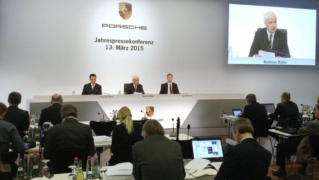Porsche achieves new records