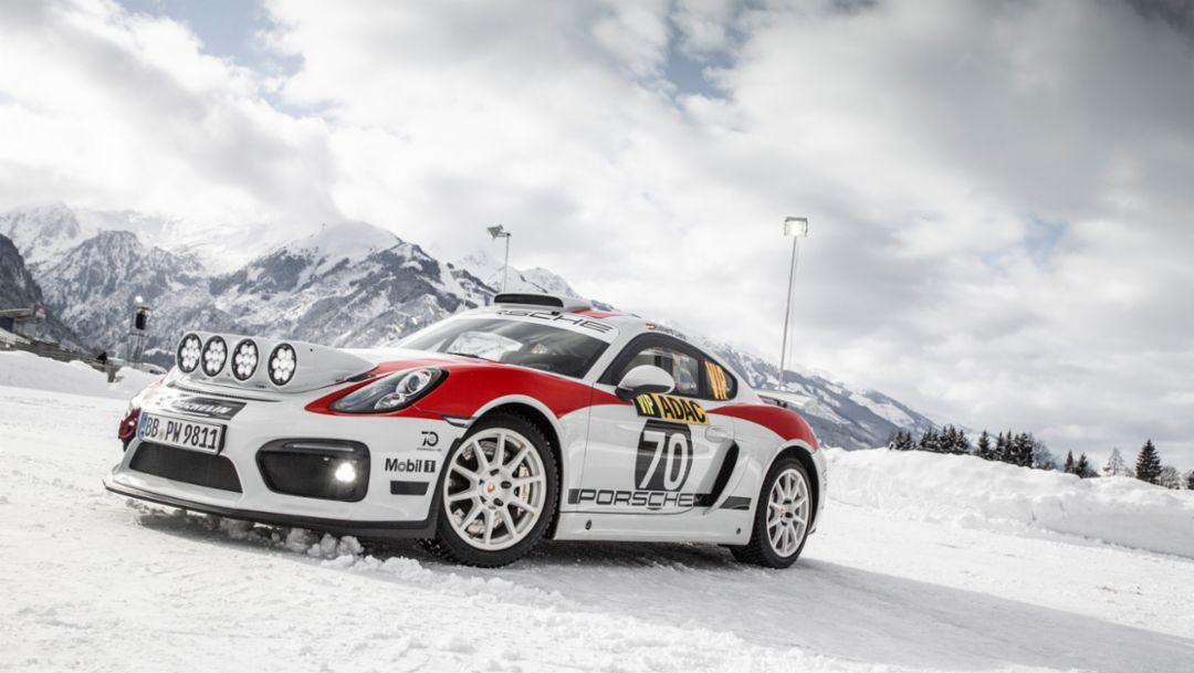 Demo run for the Porsche Cayman GT4 Rallye on snow and ice