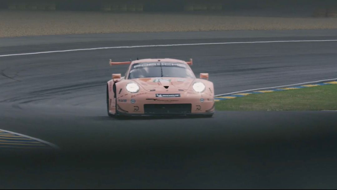 Pink Pig in the lead, Le Mans 2018, Porsche AG