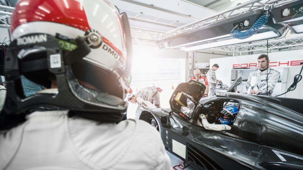 919 Hybrid, preseason training in Bahrain, 2015, Porsche AG