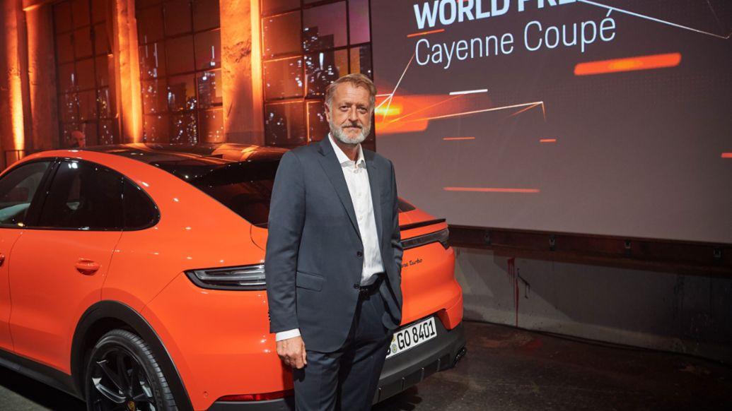 Детлев фон Платен – член правления Porsche, отвечающий за продажи, мировая премьера нового Porsche Cayenne Coupé, Штутгарт, 2019, Porsche AG