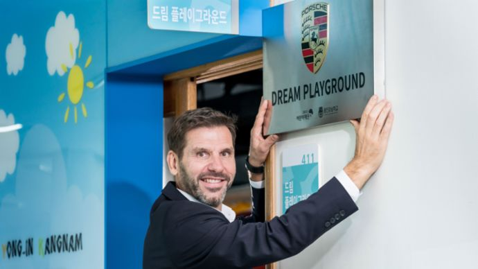 Michael Kirsch, Managing Director of Porsche Korea, opening ceremony Porsche Dream Playground, Yongin Kangnam School, 2019, Porsche Korea Ltd.