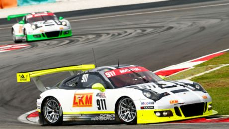 911 GT3 R starts from pole position