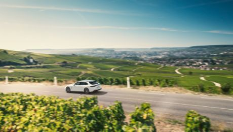 A Visit to Épernay with a Panamera 4 E-Hybrid Sport Turismo