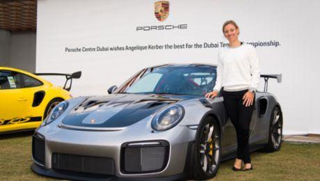 Angelique Kerber zu Gast im Porsche Zentrum Dubai