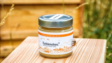First honey harvest of the year at Porsche Leipzig