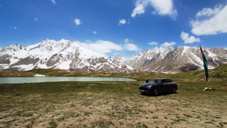 Through the Himalayas in a Cayenne