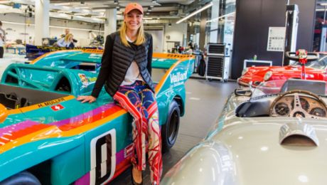 PTGP: Lady visitors in the Porsche Museum