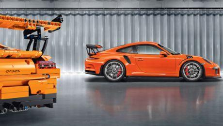 A Porsche made of 2,704 parts