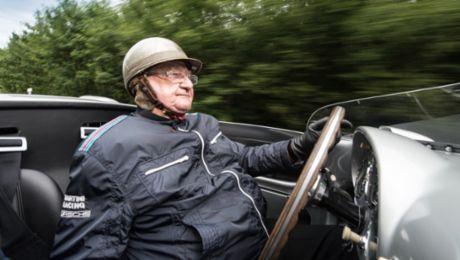 Porsche gratuliert Hans Herrmann
