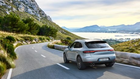 Porsche launches new compact SUV-model the new Macan S