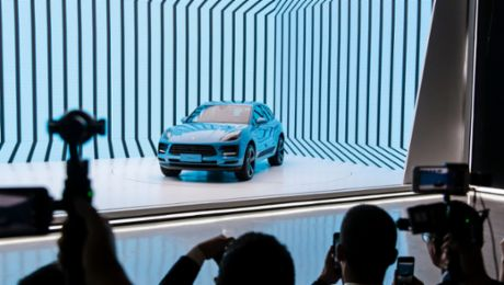 World premiere: Porsche presents new Macan